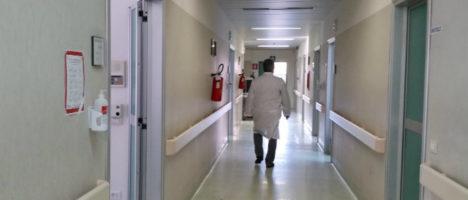 Contratti di lavoro dei dipendenti delle case di cura private: interrogazione parlamentare