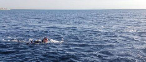 Sara Menardo, la giovane atleta della No Limits che ha attraversato a nuoto lo Stretto