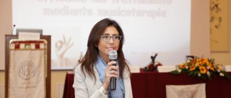 La musicoterapia secondo la neurologa Marinella Ruggeri, brillante relatrice del convegno nazionale Ammi