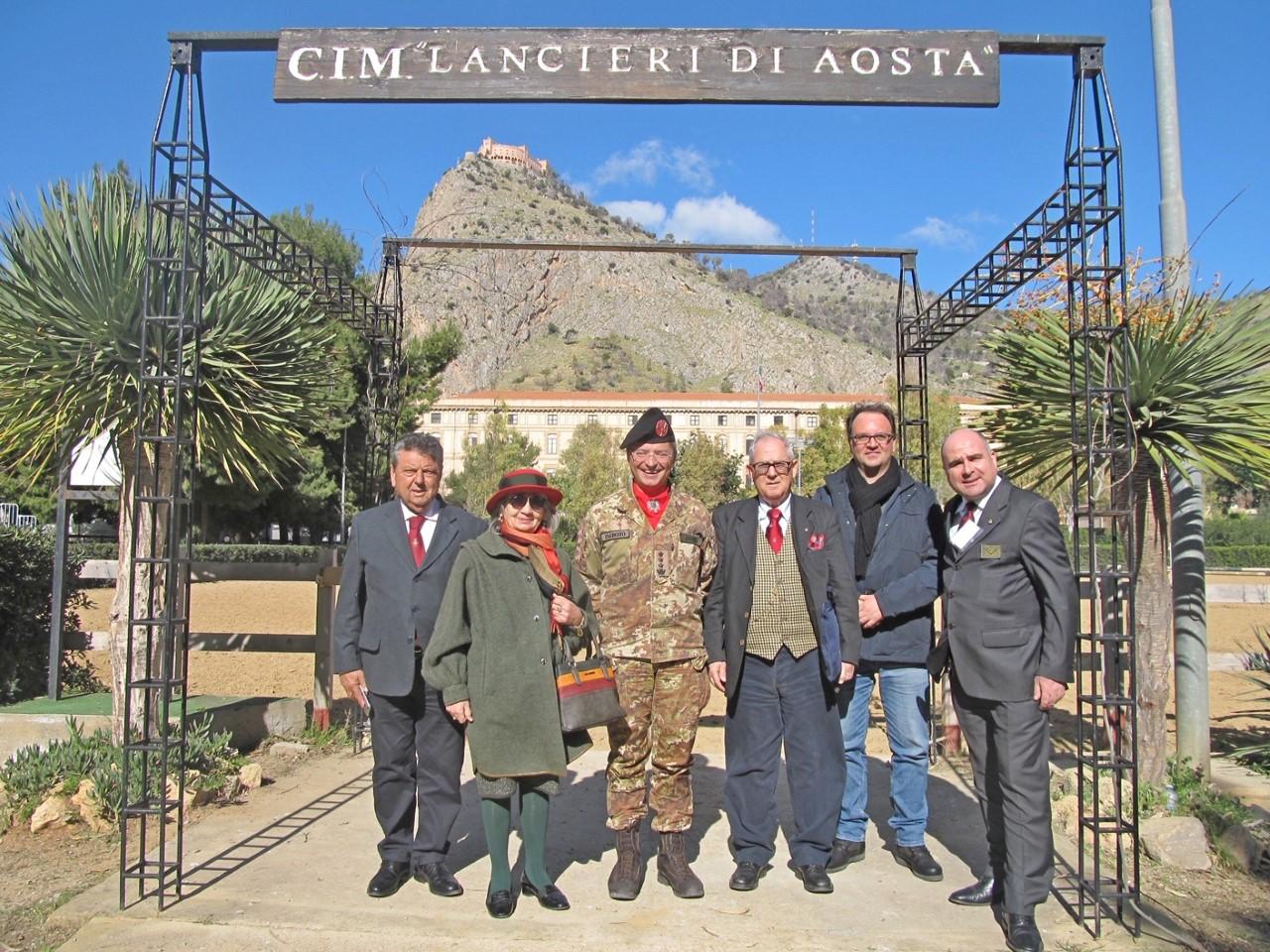 """Rientrato a Palermo il Rgt. """"Lancieri d'Aosta"""": encomio per la missione in Libano"""