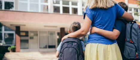 Fake news sulla scuola, l'ISS smentisce che in casi sospetti di Covid i genitori non possano prendere i figli a scuola